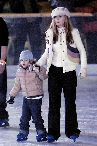 Spice「Victoria Beckham & Geri Halliwell Ice Skate In London」:写真・画像(10)[壁紙.com]