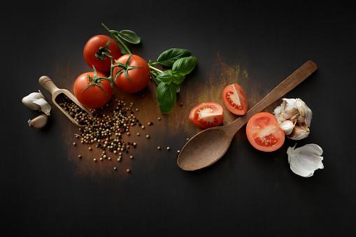 イタリア料理「トマト、バジル、ニンニク、コショウ静物します。」:スマホ壁紙(19)