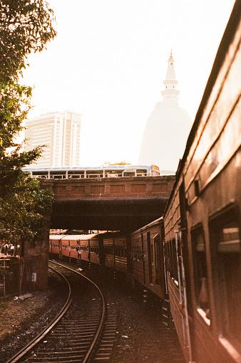 Sri Lanka「Train on railway in Colombo」:スマホ壁紙(0)