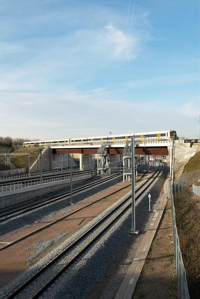 Copy Space「Train on railway bridge over Highspeed 1, Channel Tunnel Rail Link, Ebbsfleet, Kent, UK」:写真・画像(15)[壁紙.com]