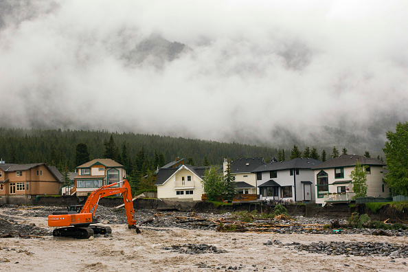 Construction Equipment「Emergency Declared In Southern Alberta After Heavy Flooding」:写真・画像(2)[壁紙.com]