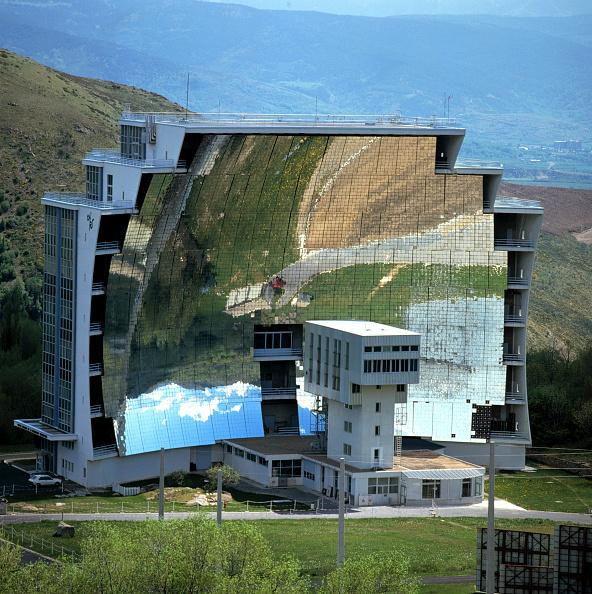 Environmental Conservation「Solar Furnace Heliostats, Solar Science Centre of Odeillo, France」:写真・画像(0)[壁紙.com]