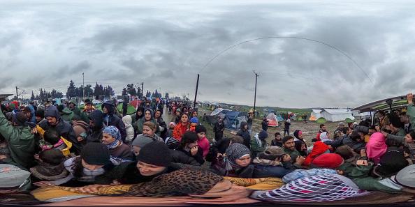 全景「Migrants Running Out Of Options As Borders Remain Closed」:写真・画像(7)[壁紙.com]
