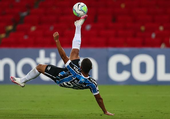 Campeonato Brasileiro Série A「2020 Brasileirao Series A: Flamengo v Gremio Play Behind Closed Doors Amidst the Coronavirus (COVID - 19) Pandemic」:写真・画像(2)[壁紙.com]