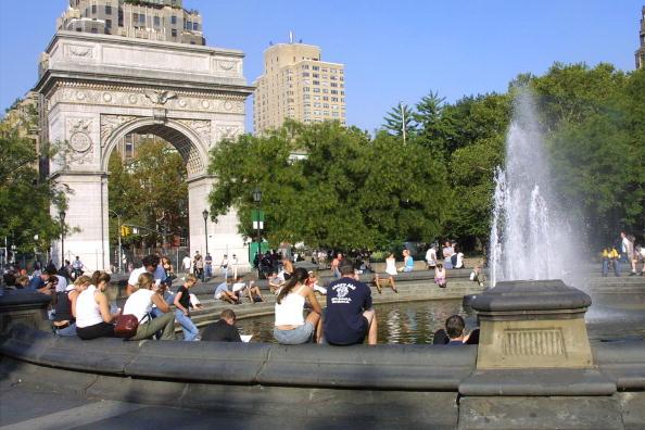 Washington Square Park「Community Recovers From World Trade Center Crash」:写真・画像(6)[壁紙.com]