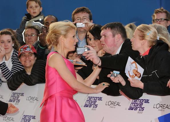 Mini Dress「National Movie Awards 2010 - Red Carpet Arrivals」:写真・画像(12)[壁紙.com]