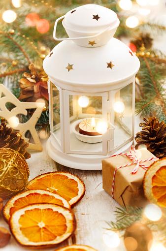 プレゼント「Christmas candle and holiday decoration」:スマホ壁紙(7)