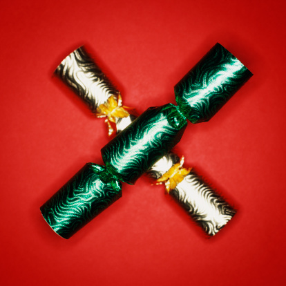 Christmas Cracker「Christmas crackers on red background, close-up」:スマホ壁紙(3)