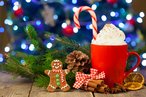 Cookie「Christmas cappuccino and gingerbread cookies infront Christmas tree」:スマホ壁紙(8)