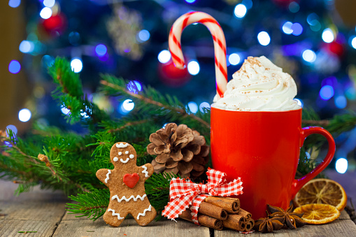 Coffee - Drink「Christmas cappuccino and gingerbread cookies infront Christmas tree」:スマホ壁紙(16)