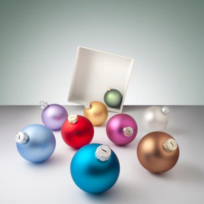 Celebration「クリスマスています。ボールのギフトボックスから溢れています。」:スマホ壁紙(10)