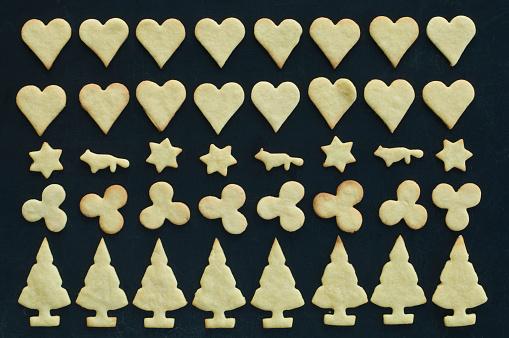 Cookie「Christmas cookies on baking tray, Christmas time」:スマホ壁紙(14)
