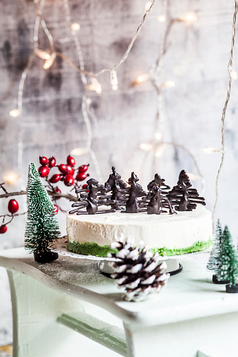 Hawthorn「Christmas cheesecake decorated with chocolate trees」:スマホ壁紙(0)
