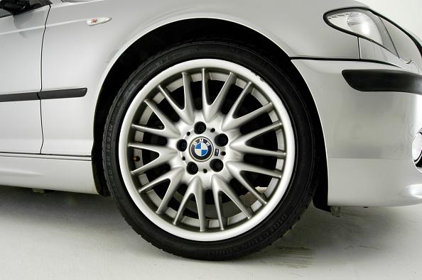 Wheel「2002 BMW 330D」:写真・画像(1)[壁紙.com]