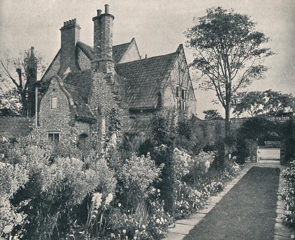 Norfolk - England「Runton Old Hall Norfolk View from North-West c 1909」:写真・画像(19)[壁紙.com]