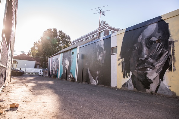 絵「Street Artists Use Suburban Walls As Canvas For Perfect Match 2017」:写真・画像(10)[壁紙.com]