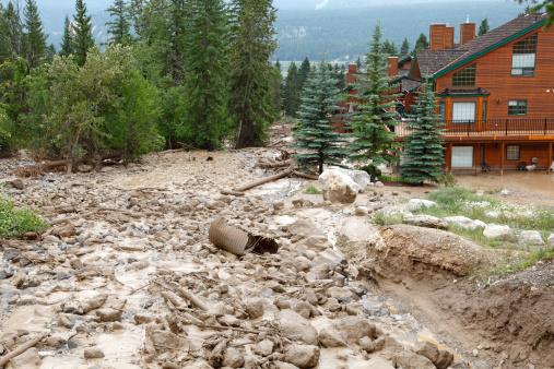 Landslide「Powerful Mud Slide With Rock,Boulders And Debris」:スマホ壁紙(9)