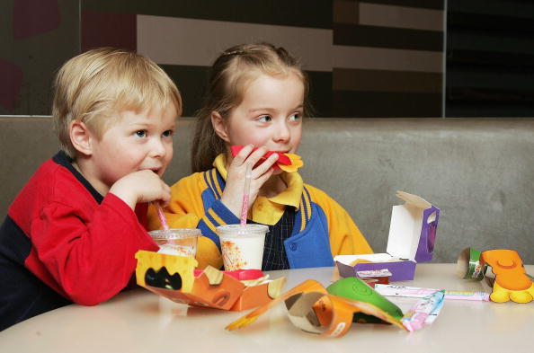Eating「McDonald's Launches Low Fat Happy Meal For Kids」:写真・画像(15)[壁紙.com]