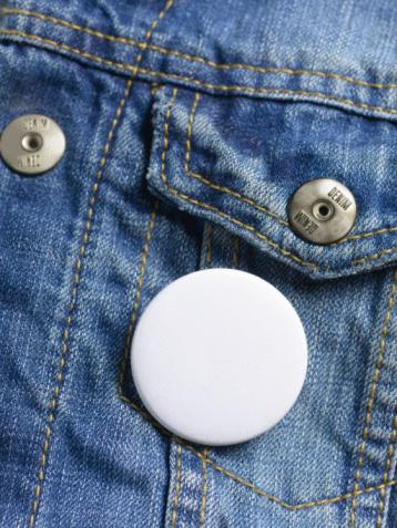Pocket「Blank button badge on denim jeans jacket.」:スマホ壁紙(19)