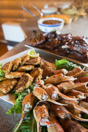 Claw「A spread of crab claws, crab cakes and barbecue ribs awaits guests at the Katmai Wilderness Lodge in Kukak Bay, Katmai National Park & Preserve, Alaska.」:スマホ壁紙(17)
