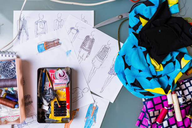 Equipment and sketches of fashion designer:スマホ壁紙(壁紙.com)