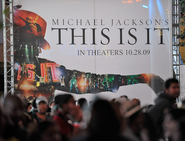 """Waiting「Tickets For The Screening Of Michael Jackson's """"This Is It"""" Are Sold」:写真・画像(13)[壁紙.com]"""