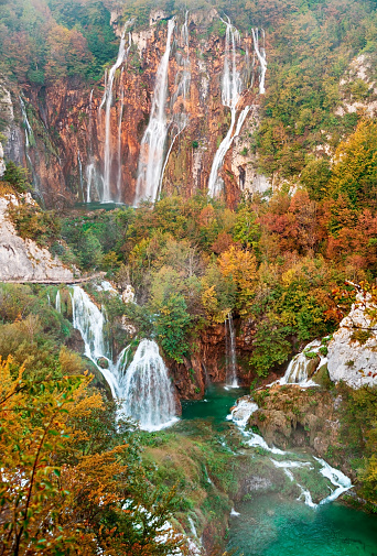 秋「Autumn view of Great Waterfall in Plitvice Lakes, Croatia」:スマホ壁紙(3)