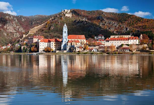 Autumn view of Durnstein town, Wachau valley, Austria:スマホ壁紙(壁紙.com)