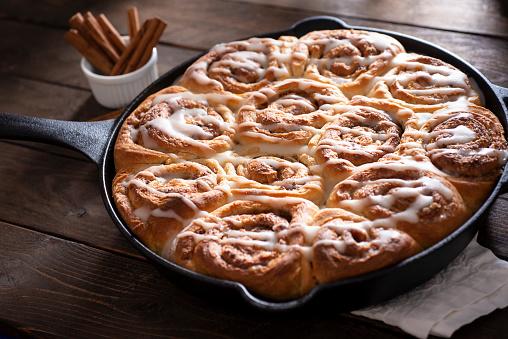 Glazed Food「Cinnamon Rolls」:スマホ壁紙(16)