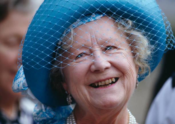 Queen Mother At 87:ニュース(壁紙.com)