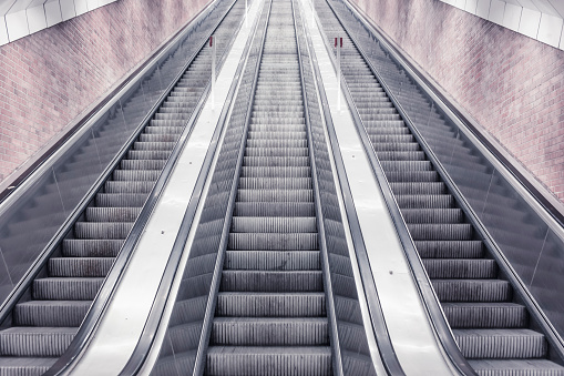 Escalator「Three escalators」:スマホ壁紙(11)