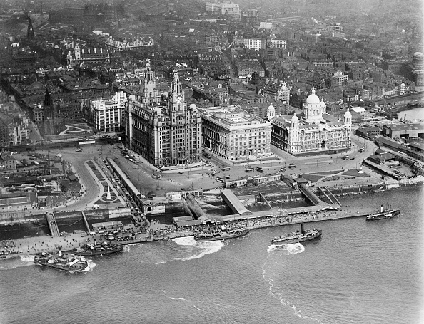 Waterfront「George'S Landing Stage And The Three Graces」:写真・画像(3)[壁紙.com]