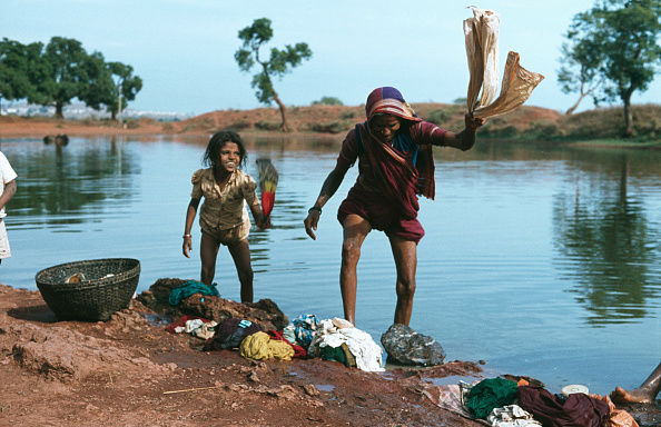 Indian Subcontinent Ethnicity「Washerwoman By River In Shimoga」:写真・画像(18)[壁紙.com]