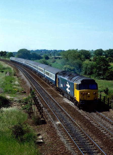 Aynho. No.50.031 heads north with 08:50 ex London Paddington for Birmingham and Glasgow. 19.06.1983.:ニュース(壁紙.com)