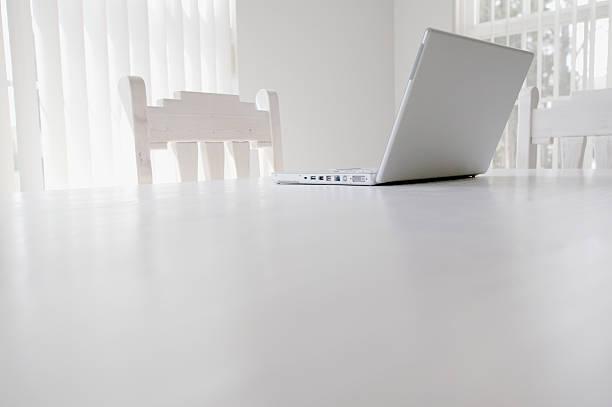 Open Laptop on Table:スマホ壁紙(壁紙.com)