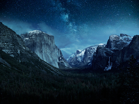 California「Stars over a snow covered El Capitan and Half Dome in Yosemite National Park」:スマホ壁紙(5)