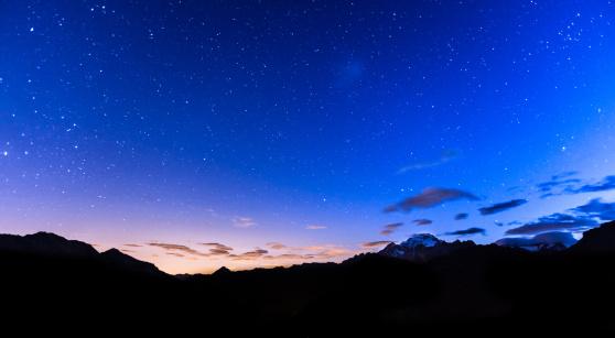 Awe「Stars over mountains」:スマホ壁紙(13)
