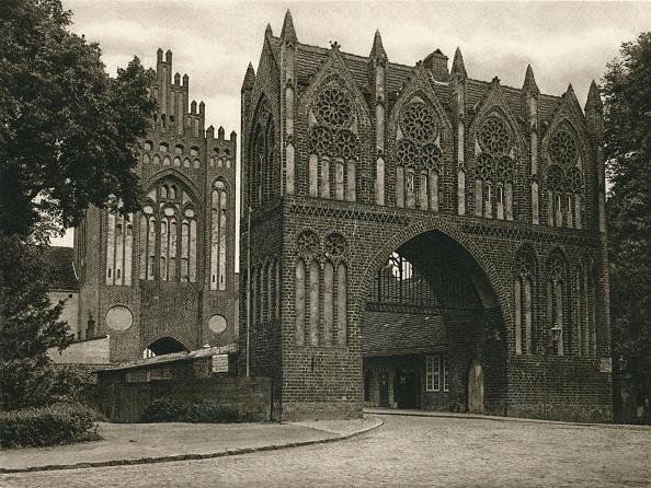 Circa 14th Century「Neubrandenburg (Mecklenburg) - Treptower Tor, 1931」:写真・画像(15)[壁紙.com]