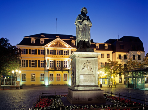 Town Square「Beethoven Monument and post office, Bonn」:スマホ壁紙(18)