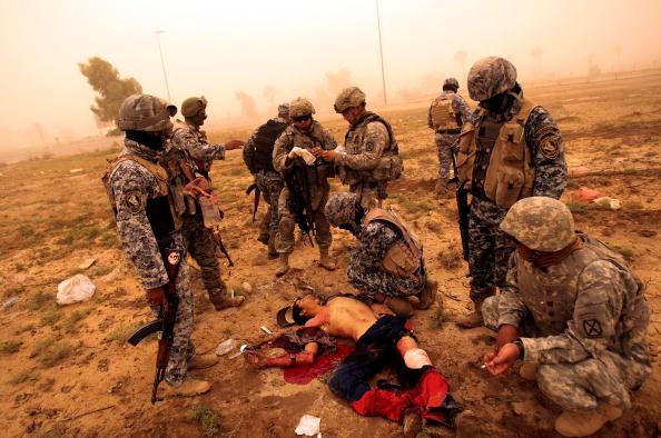 アメリカ合衆国「US Troops Treat Iraqi Man Shot As He Fled From a Patrol」:写真・画像(12)[壁紙.com]