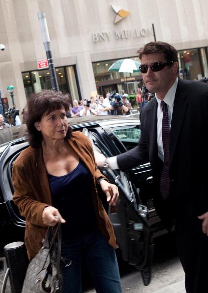 Andrew Burton「Dominique Strauss-Kahn Under House Arrest In New York City」:写真・画像(3)[壁紙.com]