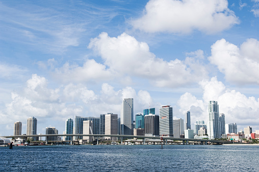 Miami「Miami city skyline and harbor, Florida, United States」:スマホ壁紙(3)