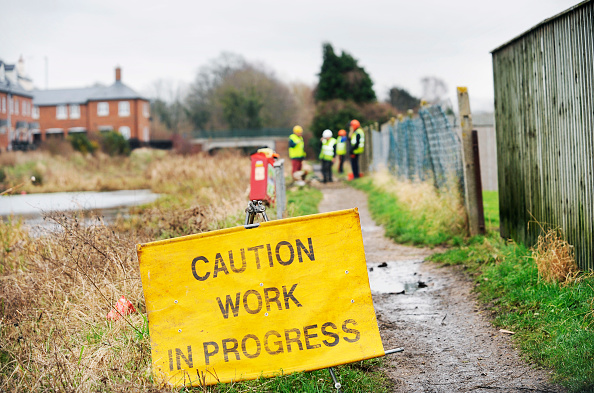 Footpath「A work party near Stonehouse as part of the restoration works on the Stroudwater Navigation Canal, Gloucestershire, UK, 2008」:写真・画像(1)[壁紙.com]