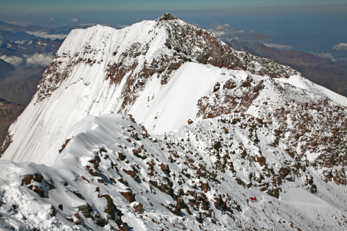 Mount Aconcagua「Aconcagua South Summit view and climbers ascending, from Aconcagua main summit at 6962 m.」:スマホ壁紙(1)