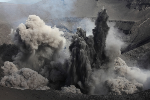 Emitting「February 6, 2010 - Ash cloud eruption on Yasur Volcano, Tanna Island, Vanuatu.」:スマホ壁紙(14)