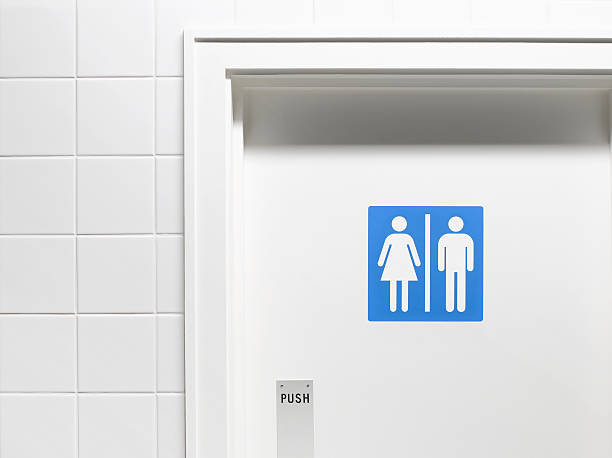 Female and male sign on toilet door, close-up:スマホ壁紙(壁紙.com)
