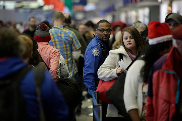 Security「Travelers Fight Crowds On Busiest Travel Day Of Holiday Season」:写真・画像(5)[壁紙.com]
