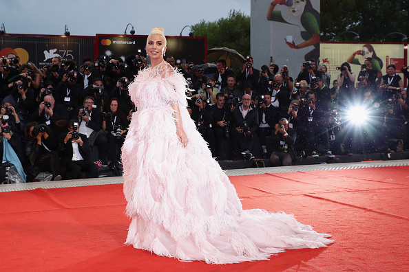 A Star Is Born - 2018 Film「A Star Is Born Red Carpet Arrivals - 75th Venice Film Festival」:写真・画像(9)[壁紙.com]