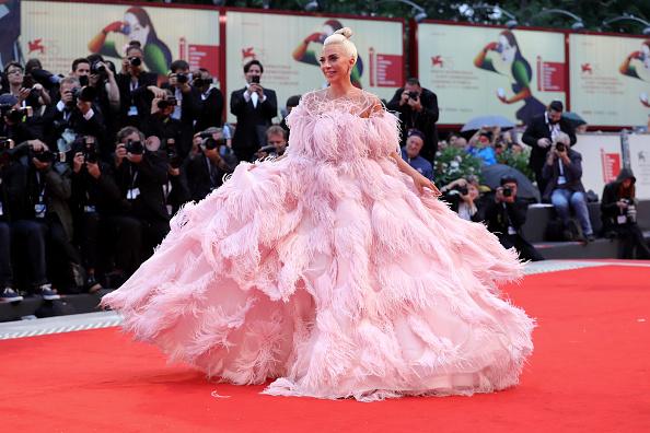 Film festival「A Star Is Born Red Carpet Arrivals - 75th Venice Film Festival」:写真・画像(4)[壁紙.com]