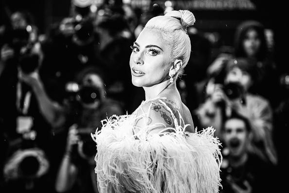 モノクロ「A Star Is Born Red Carpet Arrivals - 75th Venice Film Festival」:写真・画像(16)[壁紙.com]